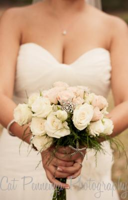 Anjolique bride with bouquet